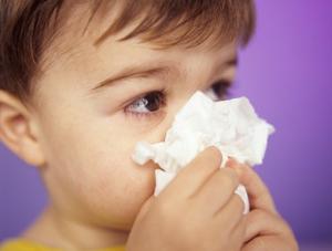 Нужно ли лечить насморк у детей?