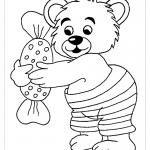 Медвежонок с конфетой раскраска