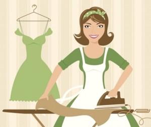 Мама гладит платье