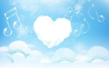 Музыкальные знаки и сердечко на фоне с облаками
